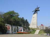平壤国际少年营活动中心-千里马铜像